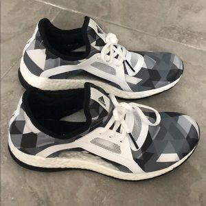 Women's tennis shoes - worn once - like new